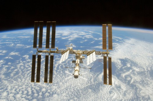 Фото международной космической станции над Землей