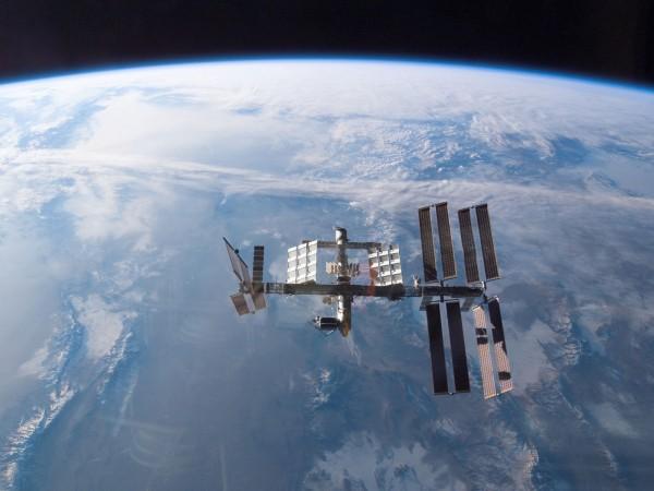 Космические корабли в космосе