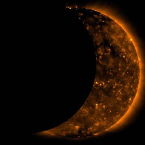 Солнечное затмение со спутника